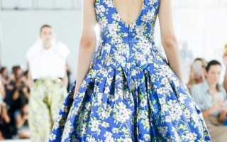C чем носить платье с цветочным принтом?